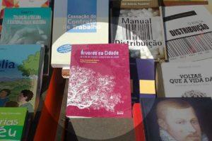 """A By the Book está presente na Feira do Livro com a mais recente obra – """"Árvores…"""