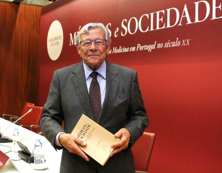 António Barros Veloso apresentou obra sobre a história da Medicina em Portugal no século XX - SPMI