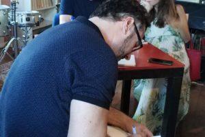 """Hoje, no lançamento do """"livro venenoso"""" de Eduardo Arimateia, na Fábrica de Braç…"""