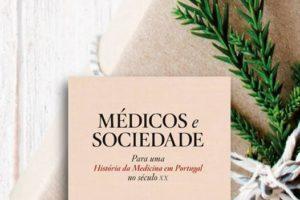 """Neste Natal, a By the Book sugere… """"Médicos e Sociedade"""", uma obra que reúne 38…"""
