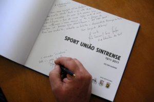 No lançamento deste livro, da autoria de Victor Gaspar, o público entusiasta apl…