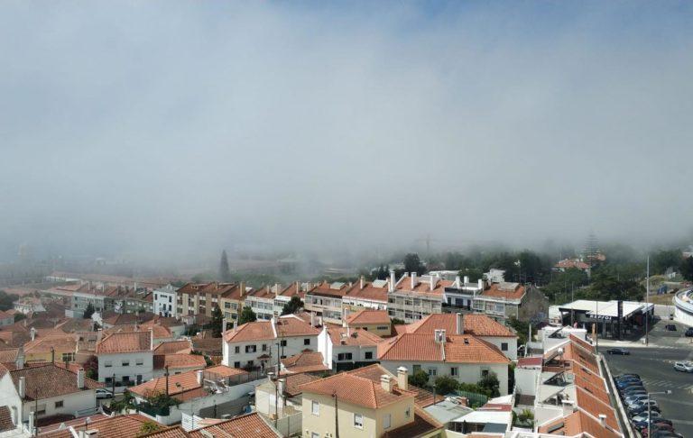 A nossa vista de hoje!   Our view today!   #belem #nevoeiro #cloudy #clouds #tej…