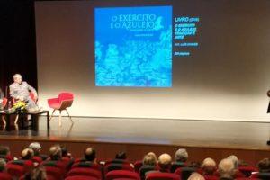 Cerca de uma centena de pessoas encantadas com a apresentação pelo Professor Mou…
