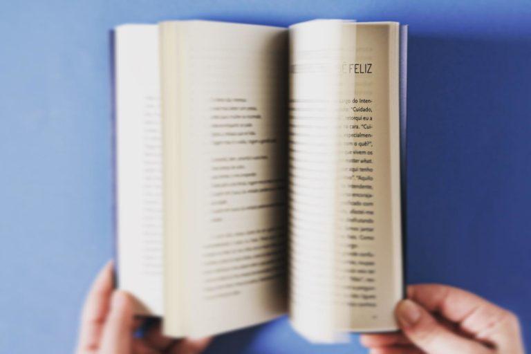 "Para assinalar o Dia Internacional da Felicidade, sugerimos a leitura do ""P…"