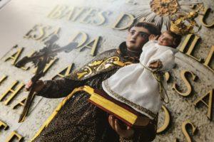 Alguém reconhece este Santo? pista: santo padroeiro da cidade de Lisboa.