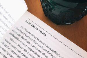 """Uma leitura que se adequa perfeitamente aos tempos em que vivemos. in """"Doenças,…"""